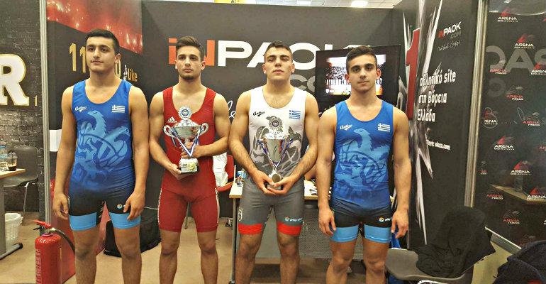 Οι πρωταθλητές στο περίπτερο του INPAOK