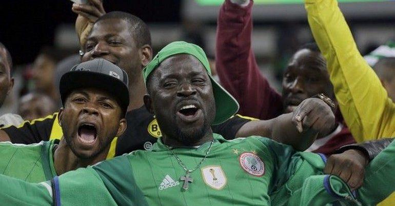 """""""Nιγηριανοί αφήστε τις κότες εκτός γηπέδου"""""""