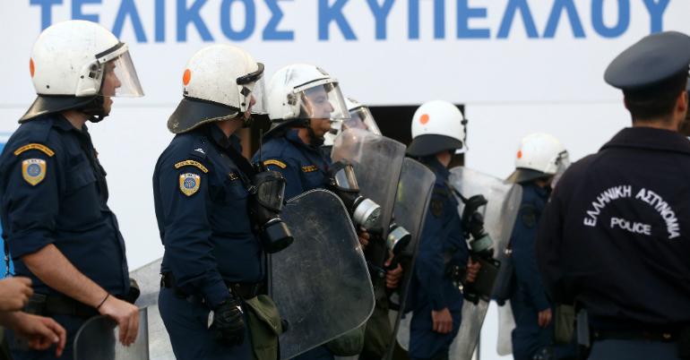Διώχνουν την αστυνομία από τα γήπεδα!