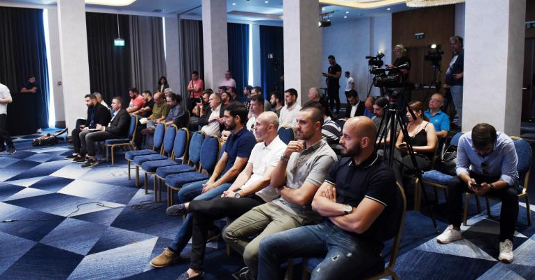 Όλοι παρόντες στην παρουσίαση Φερέιρα