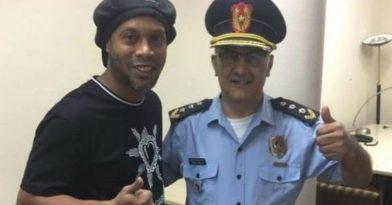 Τι κάνει ο Ροναλντίνιο στη φυλακή; (video)