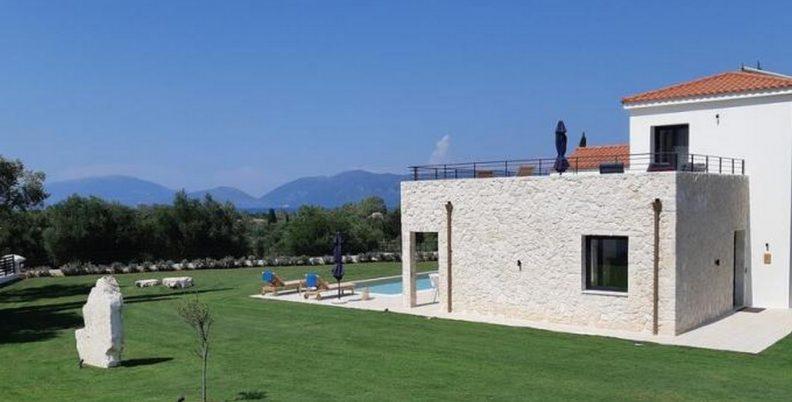 Villa Evangelos βάφτισε ο Φαραντούρης την επένδυση