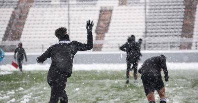 «Παιχνίδι» με το χιόνι (pics)