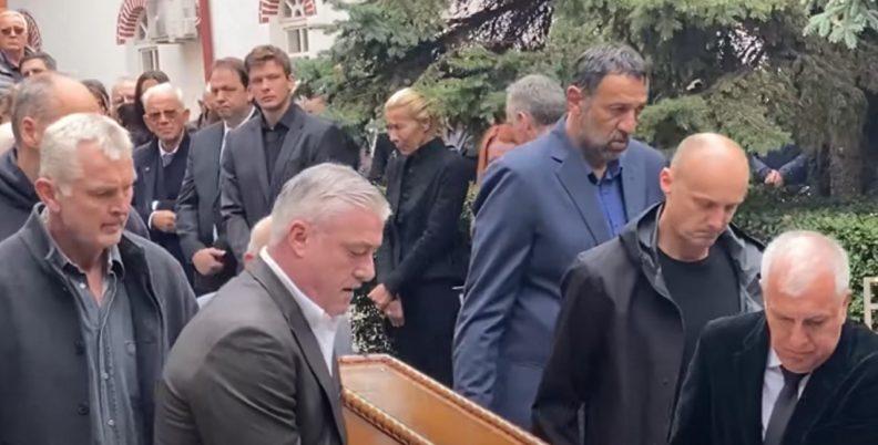 Σπαρακτικές στιγμές στο «αντίο» του Ίβκοβιτς (videos)