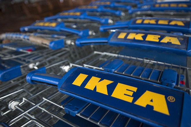 Trollies are seen outside an IKEA store in Wembley, north London January 28, 2015.   IKEA Group, the world's biggest furniture retailer, posted on Wednesday a fiscal full-year net profit that was unchanged from the year before and said the European market continued to improve. REUTERS/Neil Hall (BRITAIN - Tags: BUSINESS) - RTR4NAI0